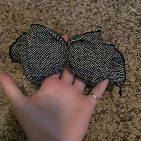 Accessories - Black and grey hair bow